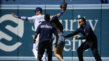 Bellinger falls victim to hug-hunting fan again