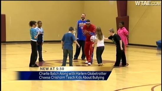 Charlie Batch teams up with Harlem Globetrotter for anti-bullying campaign
