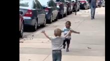 Kleine Freunde sehen sich nach zwei Tagen wieder – ihre Reaktion ist herzergreifend