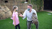 El zoológico de Miami ofrece una visita privada a niña con cáncer que pidió un deseo