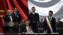 Las insólitas curiosidades que nadie notó en el momento estrella de López Obrador