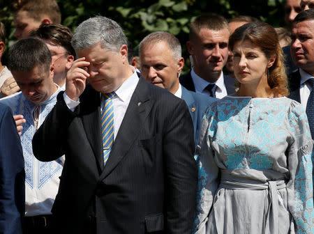 Slikovni rezultat za poroshenko with people on the street church independent