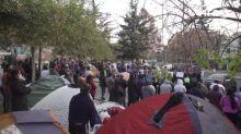 Inmigrantes latinoamericanos devastados por crisis en Chile suplican repatriación