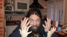 Padre pintó sus uñas y las de su hijo de cinco años por un poderoso motivo