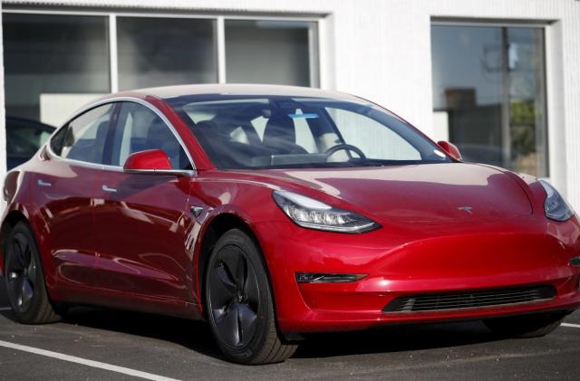 US agencies investigate fatal Tesla Model 3 crash in Florida