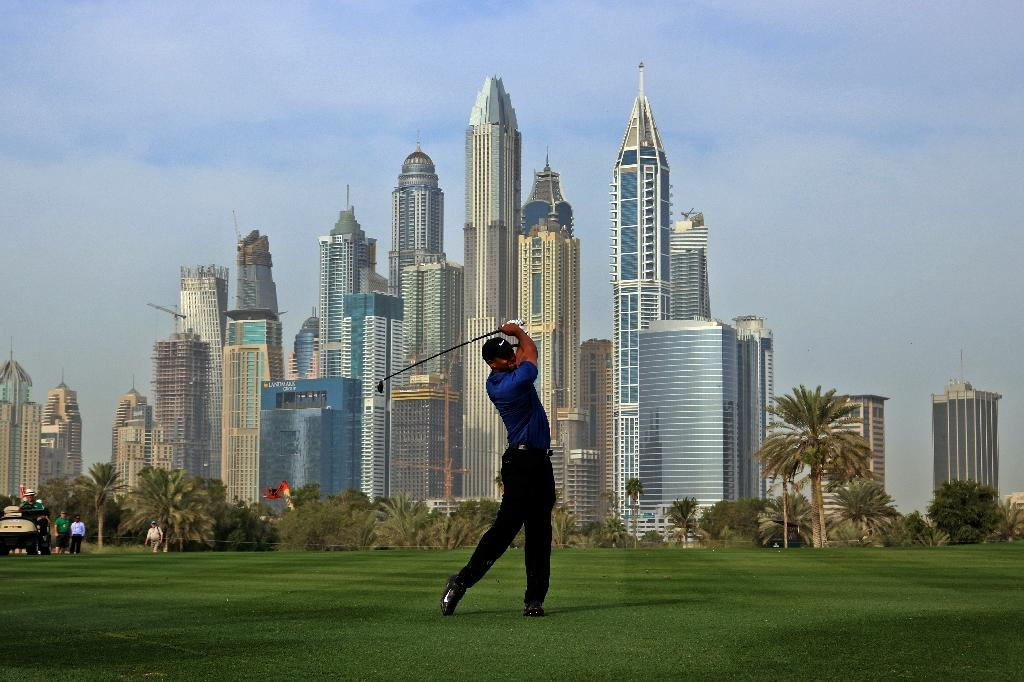 Tiger Woods plays a shot in the first round in Dubai (AFP Photo/Nezar Balout)