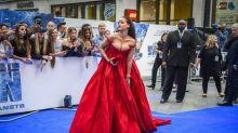 El look excesivo de Rihanna vs total black de Cara Delevingne: duelo de estilos