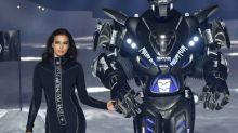 Raumschiff, Roboter und Irina Shayk im Catsuit: Philipp Pleins Weltraum-Vision für die NYFW