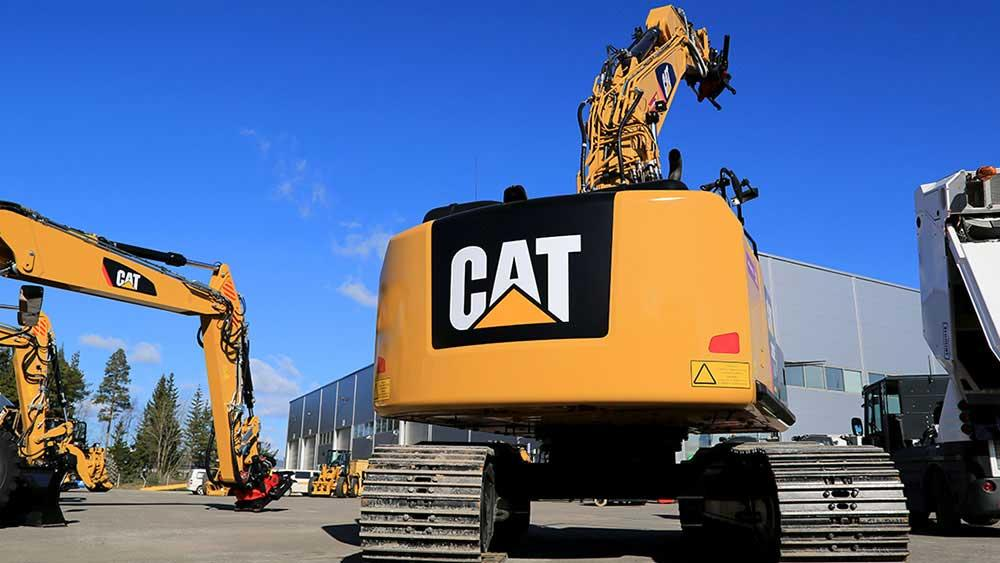 Caterpillar Earnings Top Amid Housing, Commodity Boom; CAT Stock Edges Lower
