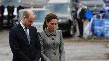 Príncipe William y Kate Middleton atienden servicio