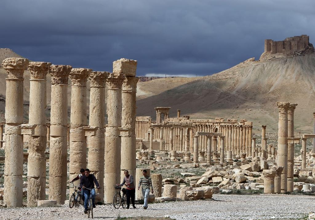Syrian citizens riding their bicycles in the ancient oasis city of Palmyra, on March 14, 2014 (AFP Photo/Jospeph Eid)