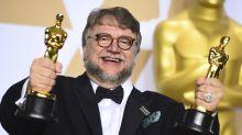 Guillermo del Toro lleva su frustración en el dedo