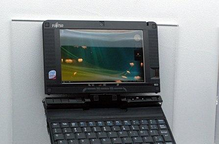 Fujitsu's LifeBook U2010 up close