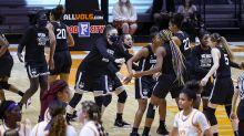 No. 1 Louisville women top Syracuse; UConn women edge Tennessee