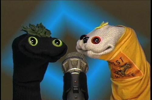 Sifl & Olly come back from the laundry pile to review fake games