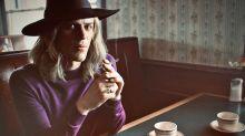 Stardust : première photo de Johnny Flynn dans le biopic sur David Bowie