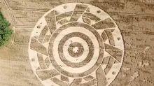 Encuentran un misterioso círculo con símbolos simétricos en un campo de Alemania
