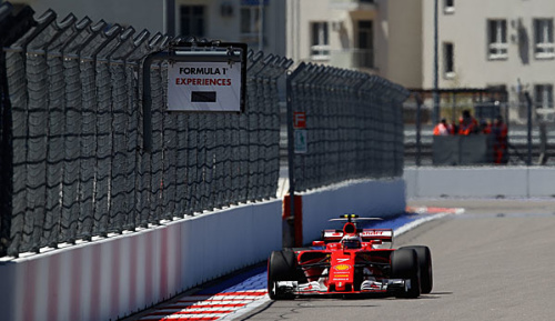 Formel 1: Räikkönen Schnellster - Vettel und Hamilton mit Drehern