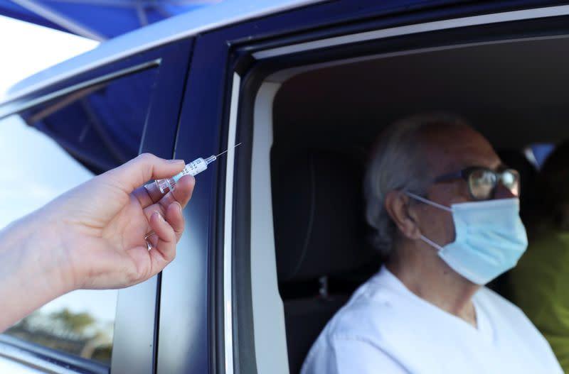 Doctors in England to get extra flu vaccine supplies