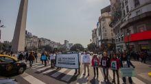 Día Mundial del Peatón: el 40% de las personas pone en riesgo su vida al cruzar la calle