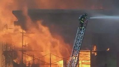 San Francisco Firefighters Stop Big Blaze Spread