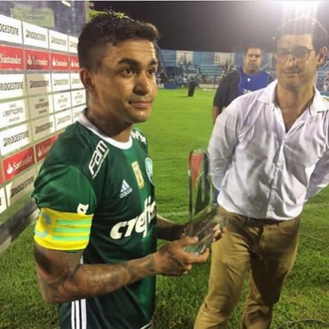 Dudu é eleito o melhor na estreia do Palmeiras na Liberta e ganha troféu