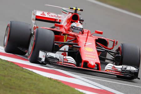 El piloto finés de Ferrari Kimi Raikkonen durante una práctica del Gran Premio de China en el circuito de Shanghái.