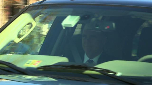 Romney arrives at White House for lunch with Obama