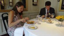 """""""C'est beau, c'est bon, c'est exceptionnel"""" : avec l'opération Le Bon Menu, des soignants oublient le contexte sanitaire en savourant un repas gastronomique"""