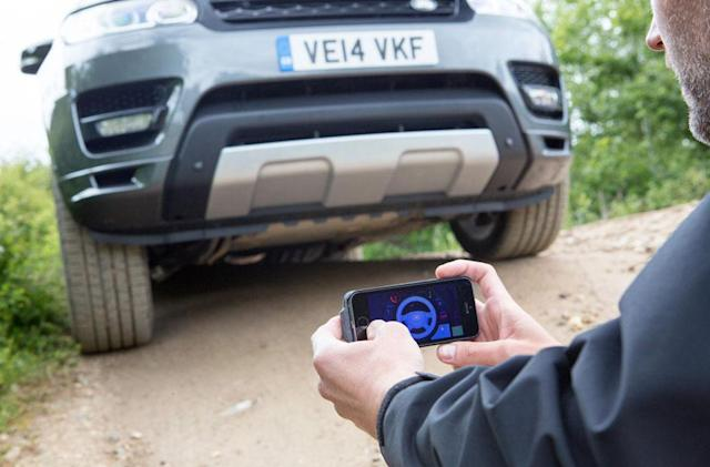 Phone-controlled Range Rover helps you get out of a jam