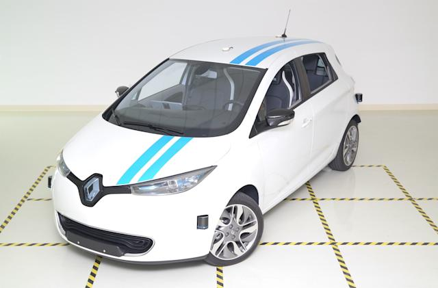 Renault's self-driving car can avoid obstacles like pro drivers