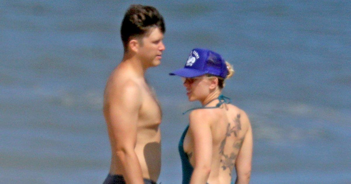 Scarlett Johansson And Colin Jost Show Pda While Taking A Beachside Stroll In The Hamptons