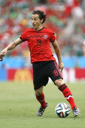 El jugador mexicano, Andrés Guardado, jugando para su selección en el Mundial de Brasil 2014.
