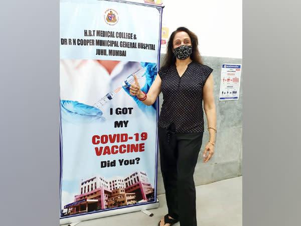 Hema Malini receives COVID-19 vaccine shot in Mumbai - Yahoo India News