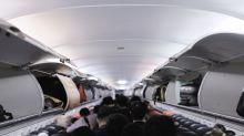 Cacciata dall'aereo perché senza mascherina, tossisce sugli altri passeggeri