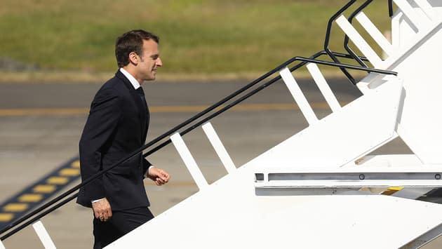 Emmanuel Macron présidera de son avion le Conseil des ministres
