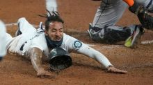 Mariners keep slim playoff hopes alive, beat Astros