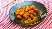 Kantinen-Klassiker: So machst du die beste Currywurst zuhause selbst