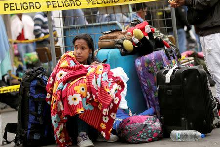 FILE PHOTO: A Venezuelan migrant waits in line to register her entry into Ecuador at the Rumichaca International Bridge in Tulcan, Ecuador, August 19, 2018. REUTERS/Luisa Gonzalez/File Photo