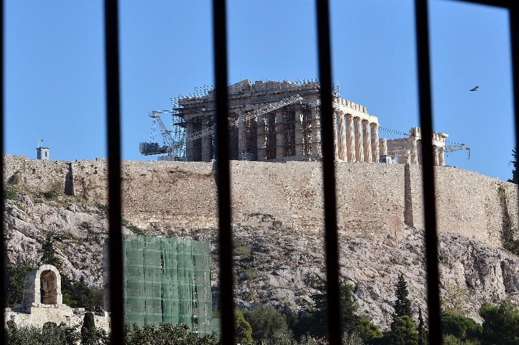 The ancient Acropolis hill in Athens is closed to tourists on November 12, 2015 because of the general strike (AFP Photo/Louisa Gouliamaki)