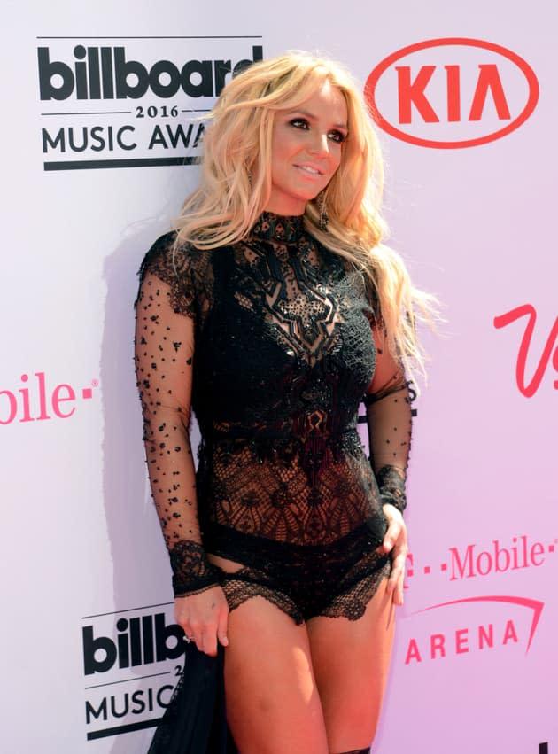 """Britney Spears demande à ce que """"Dieu ait pitié"""" de sa famille si elle accorde une interview un jour"""