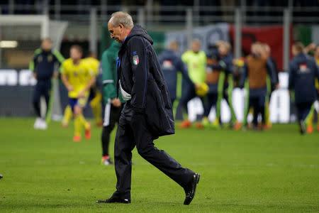 El entrenador de la selección italiana Gian Piero Ventura se ve luego del partido contra Suecia