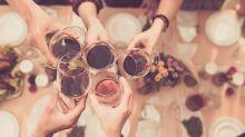 Voici pourquoi vous devriez toujours commander un vin que vous aimez quand vous dînez au restaurant