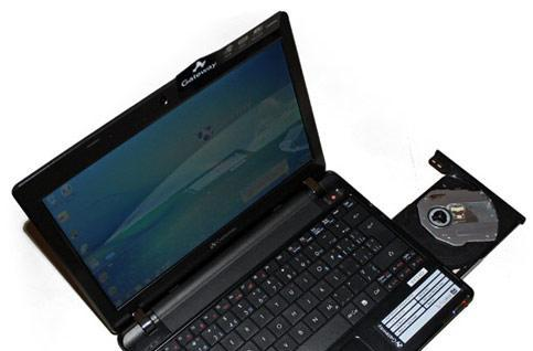 Gateway's DVD-playin' EC14D netbook spotted in the wild