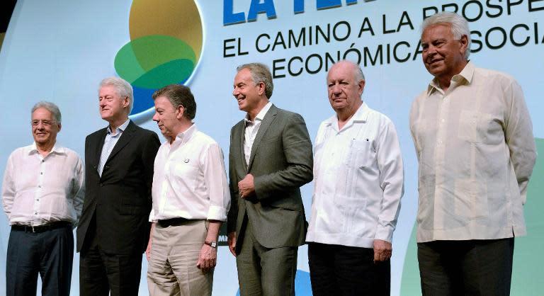 (L to R): Fernando Henrique Cardoso, Bill Clinton, Juan Manuel Santos, Tony Blair, Ricardo Lagos and Felipe Gonzalez pose for a picture during the Third Way summit in Cartagena, Colombia on July 1, 2014. (AFP Photo/Manuel Pedraza)