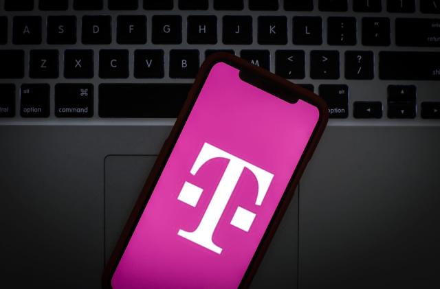 T-Mobile and Comcast will label authentic calls to fight spam