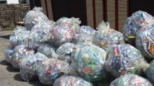 Wut über Plastikmüll: Getränkemarkt verbannt Plastikflaschen