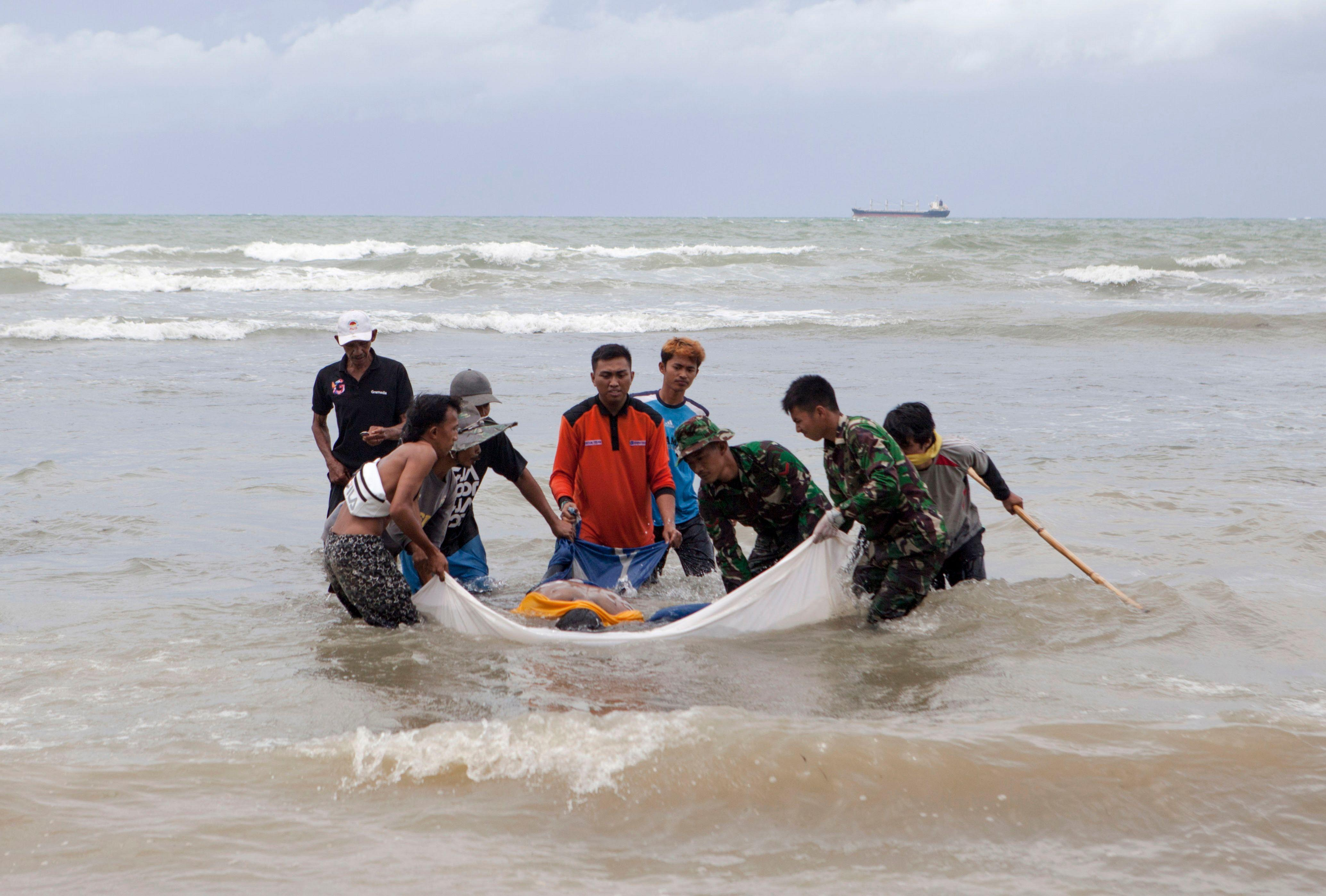 QnA VBage Indonesia's tsunami on Saturday, which killed at least 373 people, never triggered the alert system