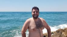 Harto de los ideales del cuerpo masculino, publicó estas fotos en ropa interior