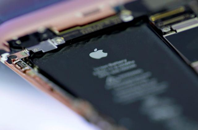 Apple offers $50 credit if you paid for a new iPhone battery last year